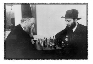 rabbi Lubavitsch plays chess